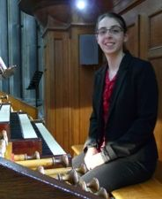 lucie droy, professeur d'orgue et chargée de direction de choeurs au sein du conservatoire de vichy, le choeur de femmes voce umana et le choeur d'enfant les polysonss