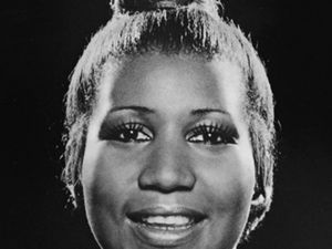 aretha franklin, une chanteuse américaine renommée de gospel, soul, funk, rythm and blues et jazz, pianiste et surnommée &quot&#x3B;queen of the soul&quot&#x3B; ou encore &quot&#x3B;lady soul&quot&#x3B;