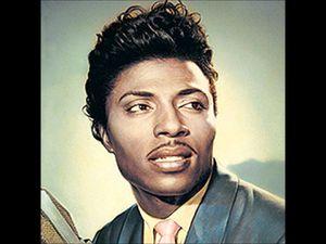 little richard, l'un des créateurs noirs du rock de la fin des années 1950 avec chuck berry et fats domino, l'un des premiers musiciens noirs à connaitre les faveurs du public blanc