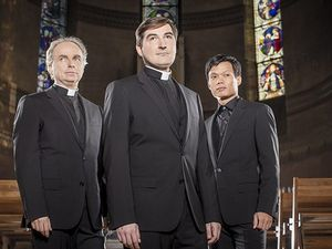 les prêtres, un nom de groupe créé à l'initiative de monseigneur di falco et composé de trois membres du clergé