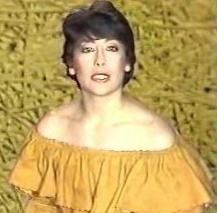 claire avril, une chanteuse française formée avec le roy hart théâtre, elle chante ses chansons depuis 15 ans et celles des autres depuis bien plus longtemps