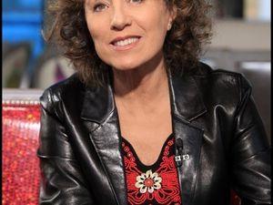 mireille dumas, une journaliste et réalisatrice, productrice et animatrice à la télévision française notamment sur la musique