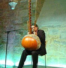 jacques burtin, un compositeur, musicien, écrivain et réalisateur français, grand spécialiste de la kora et de la gravi-kora