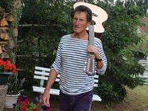 gilbert delpieu, un chanteur, auteur-compositeur et interprète français qui nous vient de moulins-engilbert