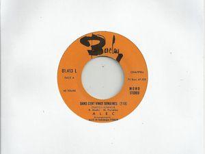 alec, un chanteur français qui s'illustre dans la fin des années 1960 et 1970 avec ce titre emblématique &quot&#x3B;l'étranger&quot&#x3B;