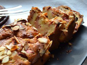 Cake au fromage blanc, fraises et purée d'amande