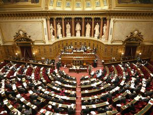 Assemblée Nationale + Sénat = 925 élus ...qui dit mieux ?