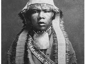 A gauche, Indien Maidu / Native Americans of California - à droite, territoires indiens / Siskiyous.edu - -  un clic sur les photos pour agrandir.