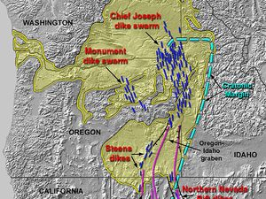 On the left, the Columbia River Flood-basalt province - doc.Victor Camp & Martin Ros - right, the extension of large basalt formations - doc.Reidel et al. 2002 - A click to enlarge the maps.
