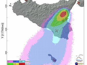 Etna - à gauche, courbe du trémor ce 02.01.2015 / à 16h34 - doc. INGV Catania - à droite, zones de dispersion prévisionnelle des cendres - doc.Ash Malta - un clic pour agrandir