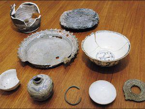 Fouilles du Tambora – zone délimitée par les équipes de l'Université de Rhode Island et résultat de fouilles. - un clic pour afficher -– photos URI news