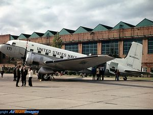 On the left, the DC-3 in its form of 1972 - photo Airteam - right, a picture of1980 by Eggert Norddahl