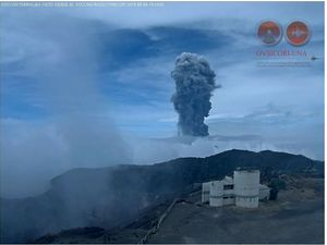 Turrialba - the eruptive plume seen by the webcam Irazu, at 3:25 & 3:38 p.m. - Doc. Ovsicori - a click to enlarge.