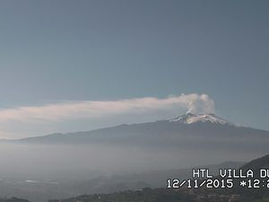 Etna 11/12/2015 - left, webcam Villa Ducale - right, webcam Radiostudio 7 / Bocca Nuova and SEC - one click to enlarge