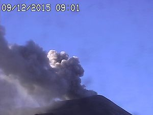 Etna le 09.12.2015 respectivement à  9h01, 11h34 et 12h30- webcams Radiostudio 7 (6 -Bocca Nuova and SE crater & 3 )