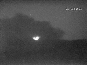 Copahue - emission of ashes 02.09.2016 / around 18h ​​GMT, and incandescence at 22:31 loc.- webcams SERNAGEOMIN