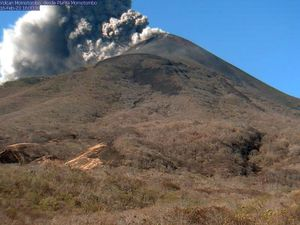 Momotombo - ash plume and pyroclastic flow of 23.2.2016 / 15h59-16h - Photo Ineter & Red sismologica - a click to enlarge.