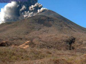 Momotombo - Panache de cendres et coulée pyroclastique du 23.02.2016 / 15h59-16h - photos Ineter & Red sismologica - un clic pour agrandir.