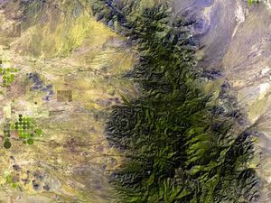 The Chiricahua mountains / doc.terraprints.com. Licensed under CC BY 2.5 via Commons - and the Chiricahua Nat map. Monument / NPS - a click  to enlarge.