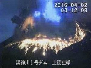 Sakurajima - 02.04.2016 / 03h11-03h12 - JMA webcam pictures