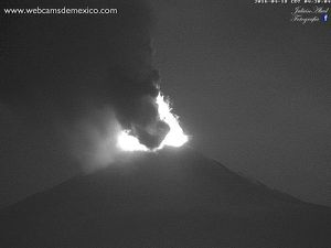 Popocatépetl - 04/18/2016 - activity between 03h and 4:38 - WebcamsdeMexico - A click to enlarge