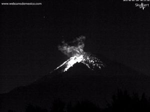 Popocatépetl the 05.06.2016 / 5:20 and on 06/06/2016 / 5:59 - WebcamsdeMexico