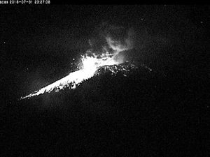 Popocatépetl - strombolian activity on 31/07/2016 at 11:16 p.m. and 11:27 p.m. - WebcamsdeMexico - a click to enlarge
