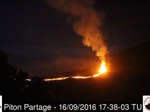 Le site éruptif le 16.09.2016 entre 14h38 TU et 17h38 TU (heure locale : +4) - images webcam Piton Partage / OVPF