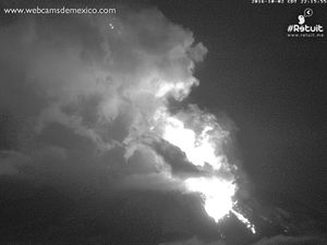 Colima, respectively 02.10 at 5:33 and 22:15, and 03.10 at 1:33 - webcamsdeMexico.