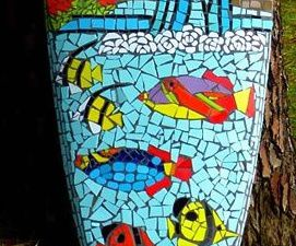 Detail of the board covered with Mosaic - a clic to enlarge - by Carole Hardy