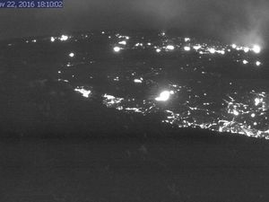 Lava from tne new 61g  breakout on 22 / 18h10 and 23.11.2016 / 6h15 - one click to enlarge - Webcams HVO