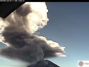 Popocatépetl - explosion of 25.11.2016 at 10h22 & 10h41 - a click to enlarge - webcams CENAPRED