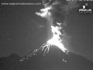 Colima - 17.12.2016 / 21h et 21h01 - WebcamsdeMexico - un clic pour agrandir