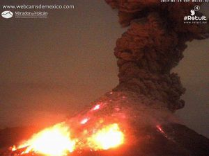 Colima - violent explosion on 19.01.2017 / 4h31- 4h32 - a click to enlarge - images webcamsdeMexico