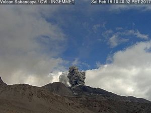 Sabancaya - 18.02.2017 - dispersion of the ash towards the N-NE and activity at 10h40 doc. OVI / Ingemmet