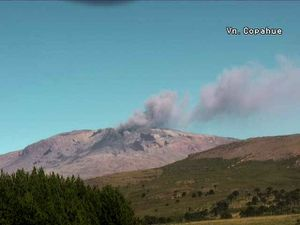 Copahue, 22.02.2017 in late morning and mid afternoon - webcam Sernageomin