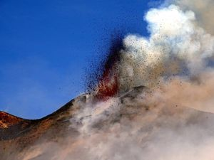 Etna the lava front and the grow of the new cone on 28.02.2017 - photos Boris Behncke