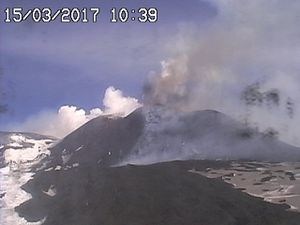 Etna - 15.03.2017 / 10h10 and 10h39 - webcam RadioStudio7