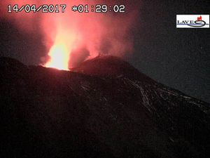 Etna - 14.04.2017 with 01:29 and 5:29 - webcams LAVE - one click to enlarge