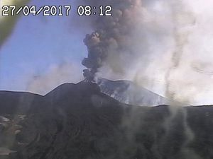 Etna - 27.04.2017 / 6.09 and 8.13 loc. - one click to enlarge - webcams INGV Catania Etna