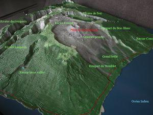 Le massif du Piton de la Fournaise. -  Les trois caldeiras sont indiquées en rouge. La première en pointillé est reconstituée par des observations sur le terrain. La deuxième peut être observée au Pas des Sables. Sa continuation est reconstituée à l'Est et au Sud. La troisième caldeira correspond au Rempart de Bellecombe. d''après Mairine, 1998./ OVPF - et maquette annotée - un clic pour agrandir