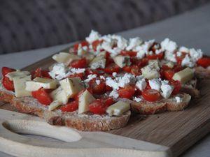 Tartines fromagères et tomates cerises