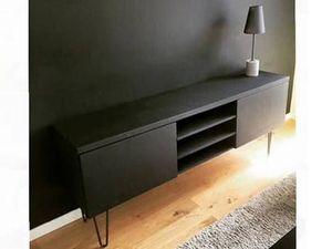 Customiser un meuble tv IKEA avec pieds scandinaves en bois vintage ou épingles fer forgé retro