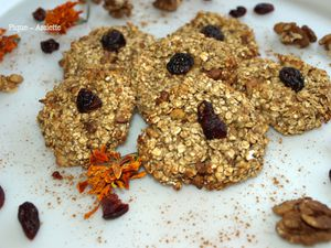 Cookies express vegan aux noix et cramberries.