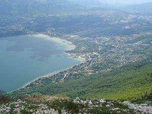 Du sommet la vue sur le lac, vers Aix les Bains puis le Bourget du Lac...mais il faut déjà songer à redescendre