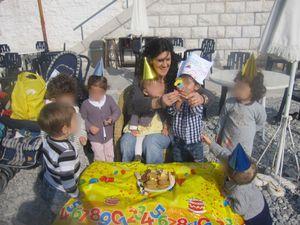 joyeux anniversaire Yanis avec tous ses copains