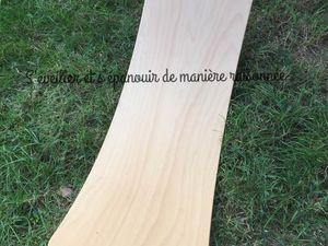 [Ludothèque] Lumière sur notre Wobbel Board, une planche de bois inspirée de Steiner-Waldorf et développant équilibre et imaginaire