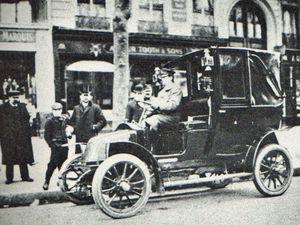 Le premier taxi Renault type AG - En 1907 un des taxis Renault commandé par la ville de Berlin...