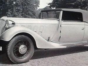 """La Classe, c'est aussi une certaine sobriété des lignes. Après 1933 la Reinastella est déclinée seulement en Reinasport. C'est l'appellation Suprastella qui sera choisie jusqu'à la fin des années """"30"""" pour désigner les modèles haut de gamme Renault."""