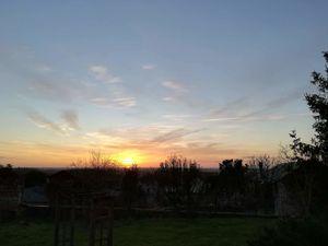 Mirebeau au Couchant : ciel du Samedi 4 Janvier à 16H23 - Au levant : ciel du Dimanche 5 janvier à 8H30.